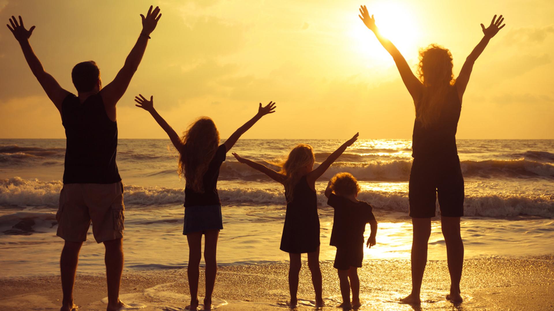 счастливая, любящая друг друга семья