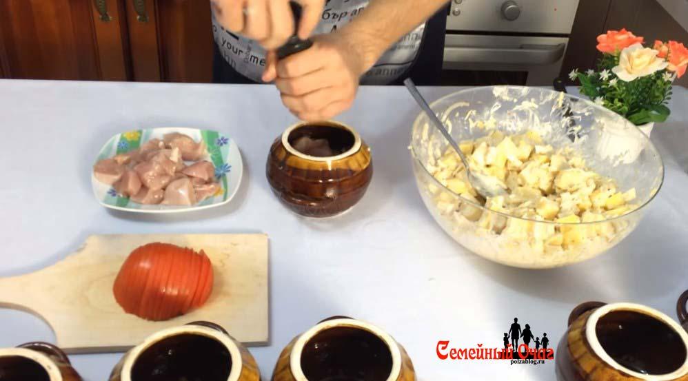 Солим и перчим мясо в горшочке