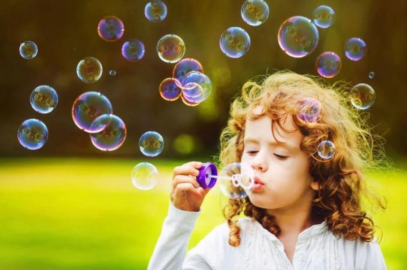 Как сделать мыльные пузыри, которые не лопаются, в домашних условиях?
