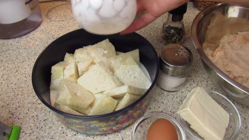 хлеб замачиваем в молоке