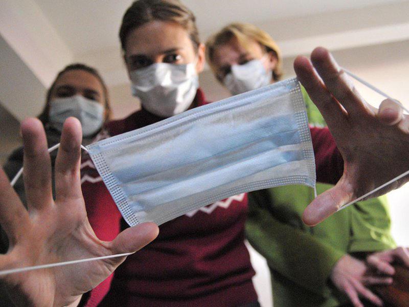 одеваем маску при эпидемии