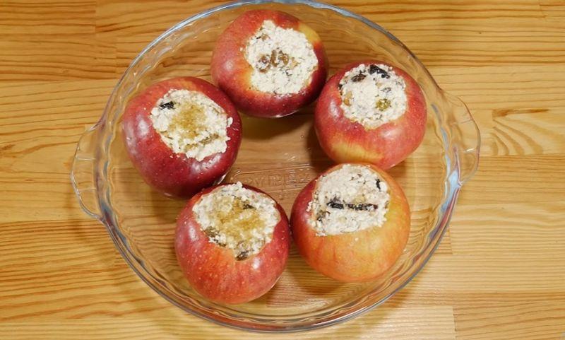 запеченные яблоки в духовке с творогом